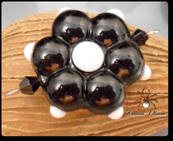 Blume schwarz / weiss Kettenanhänger